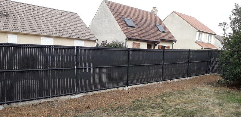 Dessouchage de haie de thuyas et pose de clôture | Meaux 77